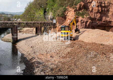 Work begins at the mouth of the river Sid, at Sidmouth, for the repkacement of the Alma Bridge, which is being moved about 100 yards further inland. - Stock Photo