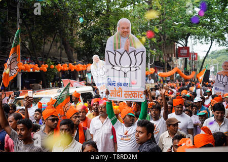 A BJP supporter seen holding a placard of Narendra Modi during the Show in Kolkata. Bharatiya Janata Party (BJP) president Amit Shah on Tuesday held a mega roadshow in Kolkata with support of party's candidates ahead of the final phase of Lok Sabha polls. - Stock Photo