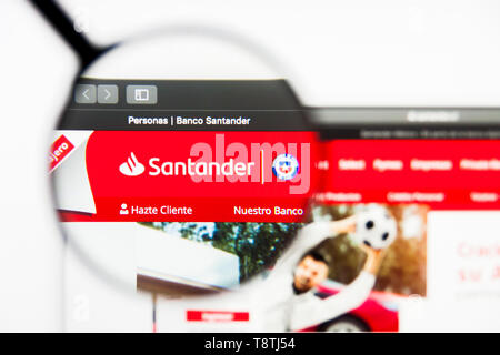 Richmond, Virginia, USA - 9 May 2019: Illustrative Editorial of Santander website homepage. Santander logo visible on screen. - Stock Photo