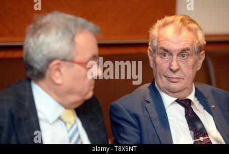 Budapest, Hungary. 14th May, 2019. L-R Head of Czech chamber of commerce Vladimir Dlouhy and Czech President Milos Zeman debate with Czech and Hungarian entrepreneurs in Budapest, Hungary, on May 14, 2019. Czech President launched his three-day visit to Hungary in this day. Credit: Katerina Sulova/CTK Photo/Alamy Live News - Stock Photo
