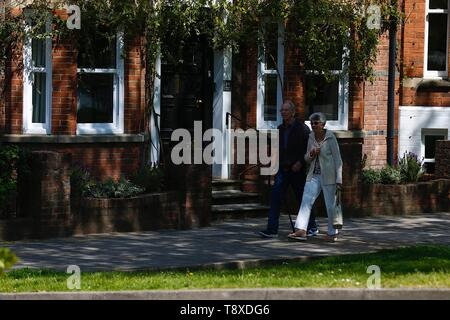 Tenterden, Kent, UK. 15th May, 2019. UK Weather: Beautiful sunny day in Tenterden high street as people walking around the town centre enjoy the lovely hot weather. Credit: Paul Lawrenson/Alamy Live News - Stock Photo