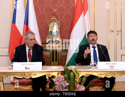Budapest, Hungary. 15th May, 2019. Czech President Milos Zeman (left) and Hungarian President Janos Ader (right) talk during a press conference after their meeting on May 15, 2019, in Budapest, Hungary. Credit: Katerina Sulova/CTK Photo/Alamy Live News - Stock Photo