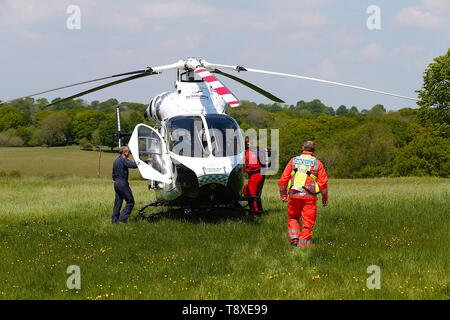 Tenterden, Kent, UK. 15th May, 2019. A Kent Surrey Sussex air ambulance has been dispatched to an incident in the town centre. Medical staff are at scene. The emergency has taken place at the Old Dairy Brewery just off the high street in the town centre. A doctor walks towards a MD902 Explorer helicopter as they prepare for take off. Credit: Paul Lawrenson 2019, Photo Credit: Paul Lawrenson/Alamy Live News - Stock Photo