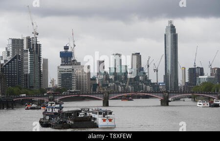 London, UK. 09th May, 2019. Panoramic view from the Westminister Bridge to the Lambeth Bridge and the residential and business district Vauxhall in the London district Lambeth. Credit: Arne Dedert/dpa/Alamy Live News - Stock Photo