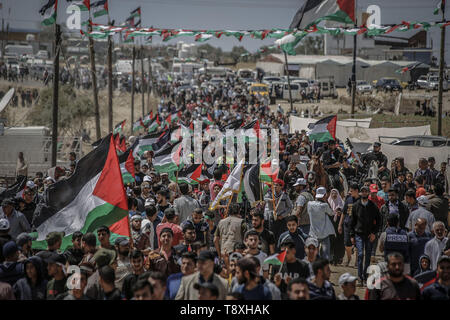 Gaza City, Palestinian Territories. 15th May, 2019. Palestinians rally to mark the 71st anniversary of Nakba Day, commemorating the mass displacement of more than 700,000 Palestinians who fled or were expelled from their homes in the 1948 War surrounding Israel's creation. Credit: Mohammed Talatene/dpa/Alamy Live News - Stock Photo