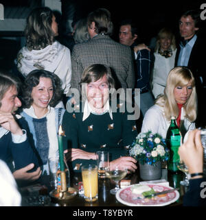 Der Rennfahrer und Prinz von Bayern Leopold während einer privaten Feier, wahrscheinlich in den 1980er Jahren. The racing driver and Prince of Bavaria Leopold during a private celebration, probably in the 1980s. - Stock Photo