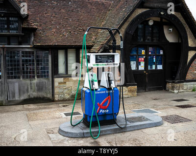 The old forge, Penshurst Post Office, Petrol Pump - Stock Photo
