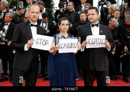 Cannes, France. 15th May, 2019. Activists attending the 'Les Misérables' premiere during the 72nd Cannes Film Festival at the Palais des Festivals on May 15, 2019 in Cannes, France Credit: Geisler-Fotopress GmbH/Alamy Live News - Stock Photo