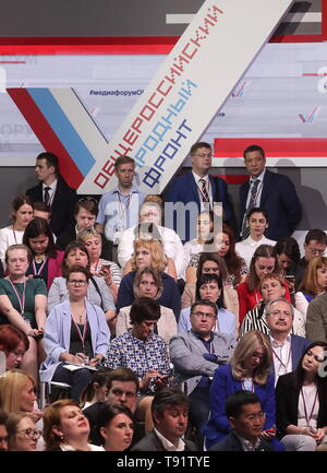 Sochi, Russia. 16th May, 2019. SOCHI, RUSSIA - MAY 16, 2019: Participants pose ahead of the plenary meeting at the Independent Local and Regional Media Forum held by the All-Russian People's Front. Mikhail Metzel/TASS Credit: ITAR-TASS News Agency/Alamy Live News - Stock Photo