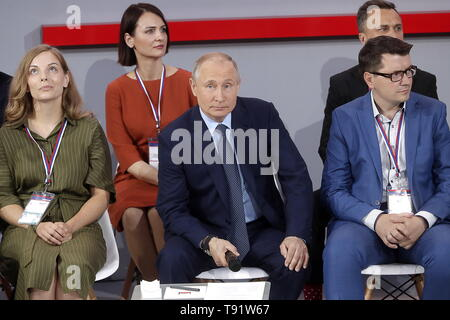 Sochi, Russia. 16th May, 2019. SOCHI, RUSSIA - MAY 16, 2019: Russia's President Vladimir Putin (C) attends the plenary meeting at the Independent Local and Regional Media Forum held by the All-Russian People's Front. Mikhail Metzel/TASS Credit: ITAR-TASS News Agency/Alamy Live News - Stock Photo