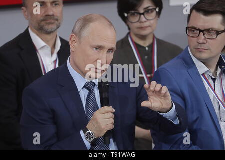 Sochi, Russia. 16th May, 2019. SOCHI, RUSSIA - MAY 16, 2019: Russia's President Vladimir Putin (front) speaks at the plenary meeting at the Independent Local and Regional Media Forum held by the All-Russian People's Front. Mikhail Metzel/TASS Credit: ITAR-TASS News Agency/Alamy Live News - Stock Photo