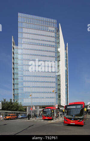The new London Bridge bus station and taxi rank in front of The News Building, London offices of Rupert Murdoch's News Corporation. - Stock Photo