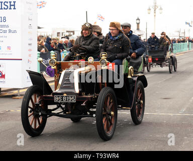 Mr Cliff Jowsey driving his 1902 Renault, across the finishing line in the 2018 London to Brighton Veteran Car Run - Stock Photo