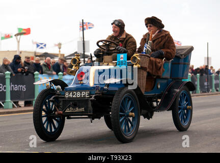 Mr Ian Johnstone, driving his 1901, De Dion Bouton, at the finish of the 2018 London to Brighton Veteran Car Run - Stock Photo