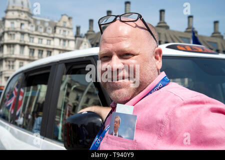 Parliament Square, Westminster, London. May 16th 2019. Striking taxi driver with a photo of Nigel Farage in his pocket. - Stock Photo