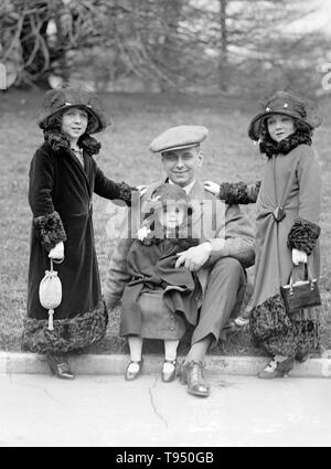 Entitled: 'Roland Robbins, manager of B.F. Keith's Theatre accompanied these little people to the White House. They have appeared in almost every country in the world.' Singer's Midgets were a popular vaudeville group in the first half of the 20th century. Leopold von Singer (May 3, 1877 - March 5, 1951) formed Singer's Midgets in 1912-13, and built the Liliputstadt, a 'midget city' at the 'Venice in Vienna' amusement park, where they performed. - Stock Photo