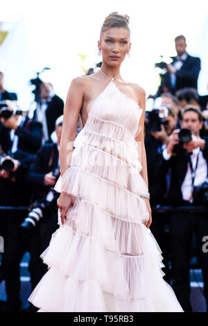 Cannes, France. 16th May, 2019. Bella Hadid poses on the red carpet for Rocketman on Thursday 16 May 2019 at the 72nd Festival de Cannes, Palais des Festivals, Cannes. Pictured: Bella Hadid. Picture by Credit: Julie Edwards/Alamy Live News - Stock Photo