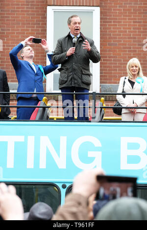 Dudley, West Midlands, England, UK - Friday 17th May 2019 – Nigel Farage speaks to the public from his battle bus during the Brexit Party tour event at Dudley, West Midlands ahead of next weeks European Parliament elections – The town of Dudley voted 67% in favour of leaving the EU in the 2016 referendum. Photo Steven May / Alamy Live News - Stock Photo