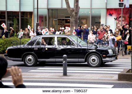 Japanese emperor Akihito in car, Omote-sando, Harajuku area, Tokyo - Stock Photo