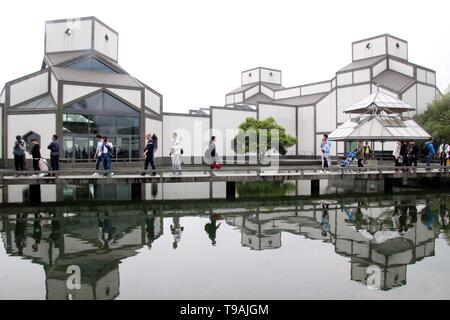 Beijing, China. 26th Apr, 2017. File photo taken on April 26, 2017 shows people visiting the new Suzhou Museum designed by world-renowned architect Ieoh Ming Pei in Suzhou, east China's Jiangsu Province. Ieoh Ming Pei, commonly known as I.M. Pei, died Thursday at age 102. Pei was born in Guangzhou of China and moved to the United States in 1935. He won a wide variety of prizes and awards in the field of architecture. Credit: Wang Jiankang/Xinhua/Alamy Live News - Stock Photo