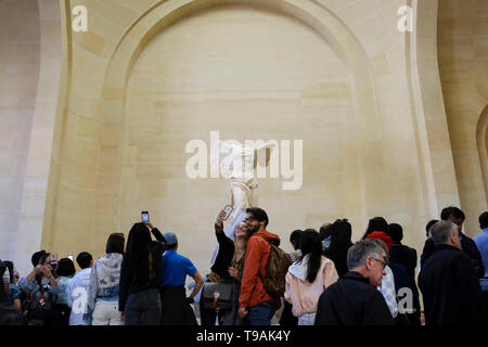 Beijing, France. 15th May, 2019. People visit the Louvre Museum in Paris, France, May 15, 2019. Saturday marks the International Museum Day. Credit: Alexandre Karmen/Xinhua/Alamy Live News - Stock Photo