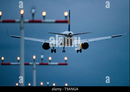 16 May 2019, Hessen, Frankfurt/Main: A passenger aircraft of the airline Lufthansa is approaching Frankfurt Airport. Photo: Silas Stein/ - Stock Photo