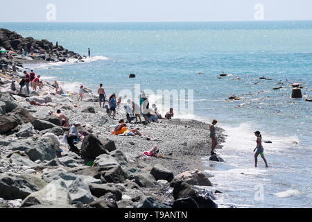 Sochi, Russia. 17th May, 2019. SOCHI, RUSSIA - MAY 17, 2019: People bathing in the Black Sea. Dmitry Feoktistov/TASS Credit: ITAR-TASS News Agency/Alamy Live News - Stock Photo