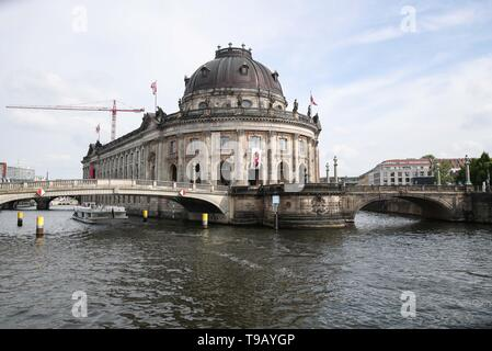 Beijing, China. 17th May, 2019. Photo taken on May 17, 2019 shows a view of the Bode Museum at Museum Island in Berlin, capital of Germany. Museum Island, a UNESCO world heritage site, is the northern part of an island in the Spree river in Berlin. Its name comes from the complex of worldwide famous museums such as Altes Museum (Old Museum), Neues Museum (New Museum), Alte Nationalgalerie (Old National Gallery), Bode Museum and Pergamon Museum. May 18 marks the International Museum Day. Credit: Shan Yuqi/Xinhua/Alamy Live News - Stock Photo