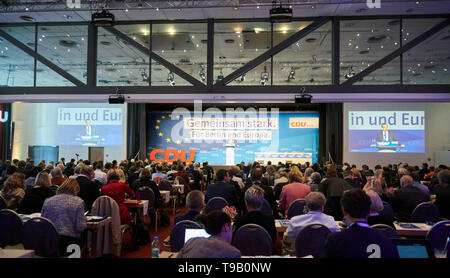 Berlin, Germany. 18th May, 2019. The delegates of the state party conference of the Berlin CDU are sitting in the Estrel Hotel. Credit: Annette Riedl/dpa/Alamy Live News - Stock Photo
