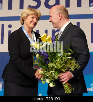 Berlin, Germany. 18th May, 2019. Monika Grütters, former chairwoman of the Berlin CDU, congratulates her successor Kai Wegner on the election. Credit: Annette Riedl/dpa/Alamy Live News - Stock Photo