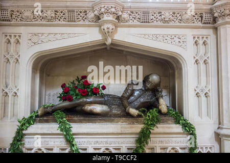 A lifesize alabaster statue of William Shakespeare in Southwark Cathedral by Henry McCarthy, London, UK - Stock Photo