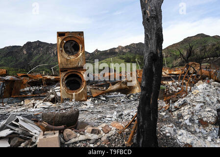 Agoura Hills, CA, USA. 11th Mar, 2019. The remains of a destroyed house are seen in the aftermath of the 2018 Woolsey Fire in Agoura Hills, California.Thousands of fire fighters battled the 2018 Woolsey brush fire in southern California as tens of thousands of people were under mandatory evacuation. 1500 destroyed - 341 damaged, structures were destroyed and damaged, 3 fire fighters were injured and 3 civilian fatalities encountered. The cause of the fire is still uncertain. Credit: Ronen Tivony/SOPA Images/ZUMA Wire/Alamy Live News - Stock Photo