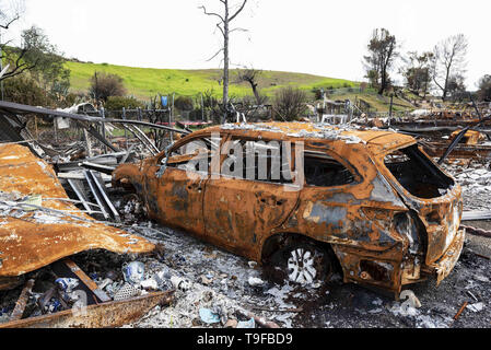 Agoura Hills, CA, USA. 11th Mar, 2019. A burned car is seen in the aftermath of the deadly Woolsey wid fire in Agoura Hills, California.Thousands of fire fighters battled the 2018 Woolsey brush fire in southern California as tens of thousands of people were under mandatory evacuation. 1500 destroyed - 341 damaged, structures were destroyed and damaged, 3 fire fighters were injured and 3 civilian fatalities encountered. The cause of the fire is still uncertain. Credit: Ronen Tivony/SOPA Images/ZUMA Wire/Alamy Live News - Stock Photo