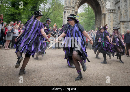 London, UK. 19th May, 2019. Black Swan Morris dance group attend the annual open day of Nunhead Cemetery. Credit: Guy Corbishley/Alamy Live News - Stock Photo