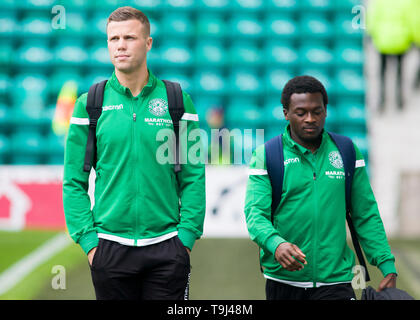 Edinburgh, Scotland, UK. 19th May 2019. Florian Kamberi of Hibernian arrives ahead of during the Ladbrokes Premiership match between Hibernian and Aberdeen at Easter Road on May 19 2019 in Edinbugh, UK. Editorial use only, licence required for commercial use. No use in Betting, games or a single club/league/player publication. Credit: Scottish Borders Media/Alamy Live News - Stock Photo