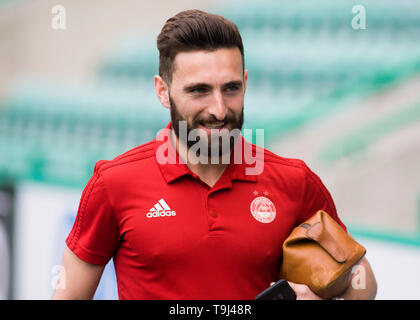 Edinburgh, Scotland, UK. 19th May 2019. Graeme Shinnie of Aberdeen  arrives ahead of the Ladbrokes Premiership match between Hibernian and Aberdeen at Easter Road on May 19 2019 in Edinbugh, UK. Editorial use only, licence required for commercial use. No use in Betting, games or a single club/league/player publication. Credit: Scottish Borders Media/Alamy Live News - Stock Photo