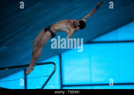 London, UK. 19th May, 2019.  competes in Men's 10m Platform Semifinals during FINA/CNSG Diving World Series Final at London Aquatics Centre on Sunday, 19 May 2019. London England.  Credit: Taka G Wu/Alamy Live News - Stock Photo