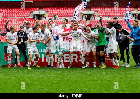 London, UK. 19th May, 2019. AFC Fylde celebrate winning The Buildbase FA Trophy match between Leyton Orient and AFC Fylde at Wembley Stadium, London on Sunday 19th May 2019. (Credit: Alan Hayward | MI News) Credit: MI News & Sport /Alamy Live News - Stock Photo