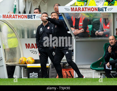 Edinburgh, Scotland, UK. 19th May, 2019.  Pic shows: A highly animated Aberdeen manager, Derek McInnes, during the second half as Hibs play host to Aberdeen at Easter Road Stadium, Edinburgh Credit: Ian Jacobs/Alamy Live News - Stock Photo