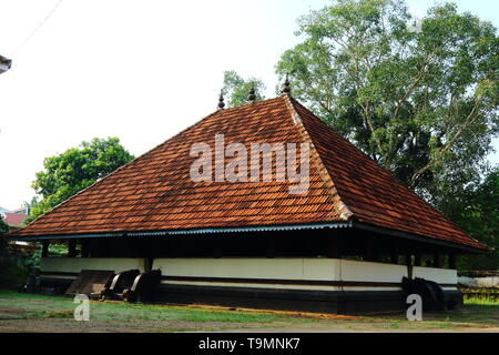 Thirumoozhikkulam Lakshmanaperumal Temple at Moozhiklulam near Angamaly, Ernakulam dist. Kerala. One of the fours major temples in 'Nalambala darsan' - Stock Photo