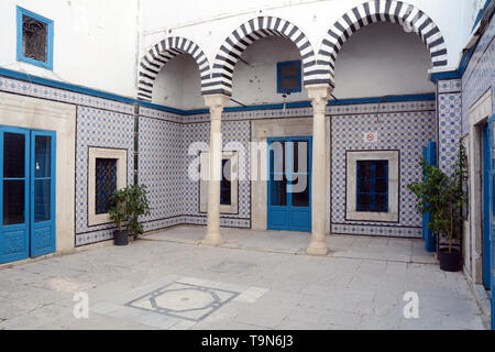 Islamic architectural motifs and tile work in the central courtyard of a traditional 17th century home in the medina (old city) of Tunis, Tunisia. - Stock Photo