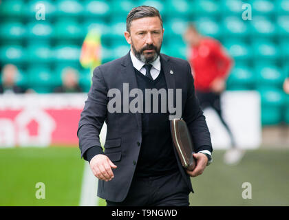 Edinburgh, UK. May 19 2019. Aberdeen manager Derek McInnes before the Ladbrokes Premiership match between Hibernian and Aberdeen at Easter Road on May 19 2019 in Edinbugh, UK. Editorial use only, licence required for commercial use. No use in Betting, games or a single club/league/player publication. Credit: Scottish Borders Media/Alamy Live News - Stock Photo