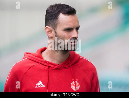 Edinburgh, UK. May 19 2019. Joe Lewis of Aberdeen before the Ladbrokes Premiership match between Hibernian and Aberdeen at Easter Road on May 19 2019 in Edinbugh, UK. Editorial use only, licence required for commercial use. No use in Betting, games or a single club/league/player publication. Credit: Scottish Borders Media/Alamy Live News - Stock Photo