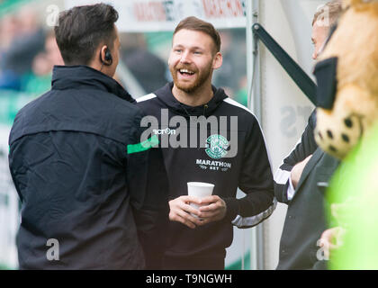 Edinburgh, UK. May 19 2019. Martin Boyle of Hibernian  before the Ladbrokes Premiership match between Hibernian and Aberdeen at Easter Road on May 19 2019 in Edinbugh, UK. Editorial use only, licence required for commercial use. No use in Betting, games or a single club/league/player publication. Credit: Scottish Borders Media/Alamy Live News - Stock Photo