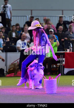 Dortmund, Germany. 19th May, 2019. A girl and her dog perform during the Hund and Katz exhibition in Dortmund, Germany, on May 19, 2019. The three-day event hosted by German Kennel Club, presents dogs and cats of more than 200 breeds from around the world. Credit: Lu Yang/Xinhua/Alamy Live News - Stock Photo