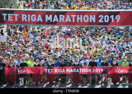 Riga. 19th May, 2019. Participants wait for the Tet Riga Marathon 2019 in Riga of Latvia, on May 19, 2019. Credit: Janis/Xinhua/Alamy Live News - Stock Photo