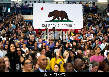 Los Angeles, California, USA. 19th May, 2019. Supporters of Democratic presidential candidate U.S. Senator Kamala Harris seen during a campaign rally in Los Angeles. This was Harris's first campaign rally in Los Angeles since she announced her candidacy for the President of the United States. The candidate spoke about the need to combat gun violence, raise teacher pay and provide middle class tax relief. Credit: SOPA Images Limited/Alamy Live News - Stock Photo
