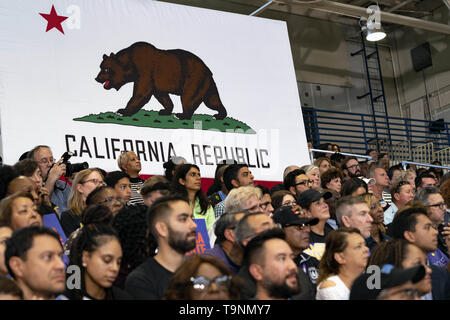 Los Angeles, CA, USA. 23rd Mar, 2019. Supporters of Democratic presidential candidate U.S. Senator Kamala Harris seen during a campaign rally in Los Angeles. This was Harris's first campaign rally in Los Angeles since she announced her candidacy for the President of the United States. The candidate spoke about the need to combat gun violence, raise teacher pay and provide middle class tax relief. Credit: Ronen Tivony/SOPA Images/ZUMA Wire/Alamy Live News - Stock Photo