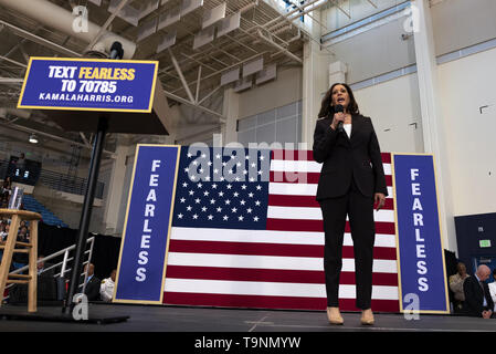 Los Angeles, CA, USA. 23rd Mar, 2019. Democratic presidential candidate U.S. Senator Kamala Harris (D-CA) seen speaking at a campaign rally in Los Angeles. This was Harris's first campaign rally in Los Angeles since she announced her candidacy for the President of the United States. The candidate spoke about the need to combat gun violence, raise teacher pay and provide middle class tax relief. Credit: Ronen Tivony/SOPA Images/ZUMA Wire/Alamy Live News - Stock Photo