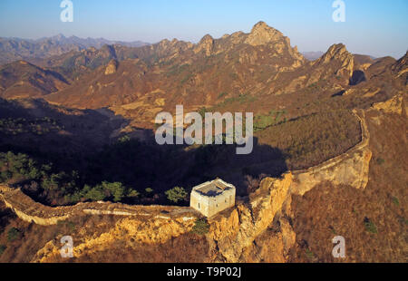 (190520) -- BEIJING, May 20, 2019 (Xinhua) -- Aerial photo taken on April 15, 2018 shows a section of the Great Wall in Suizhong County of Huludao, northeast China's Liaoning Province. Liaoning Province is located in the southern part of Northeast China, with the Bohai Sea and the Yellow Sea lying to its south. Over the years, the provincial government has prioritized ecological development and set environmental improvement at the core of its agenda. The province's ecological conditions have been improving thanks to systematic conservation of the natural environment, overall management of the  - Stock Photo
